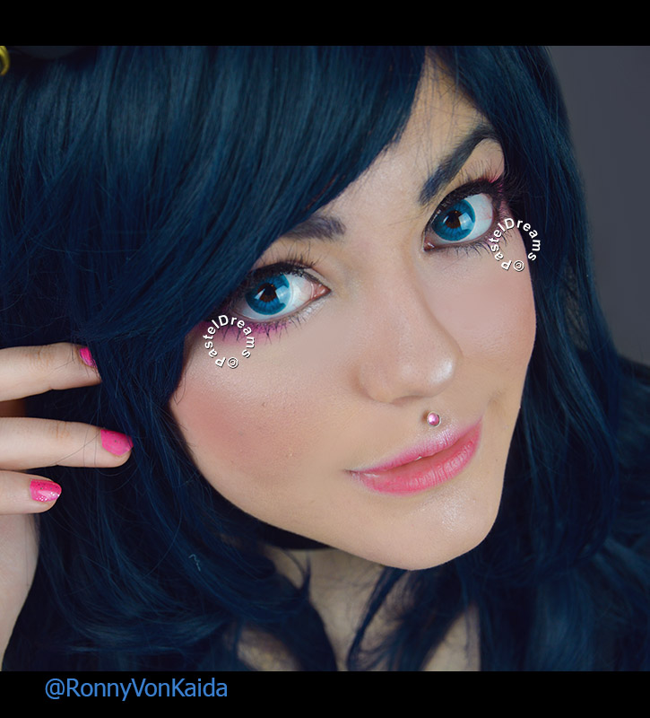 striking blue colored contact lenses